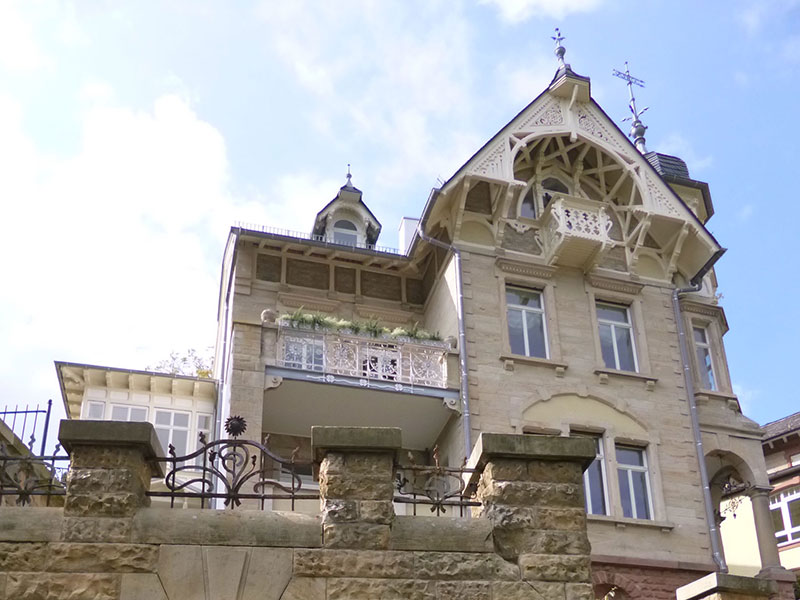 Kernsanierung unter denkmalgeschützten Aspekten: Neorenaissance-Villa in der Pfalz